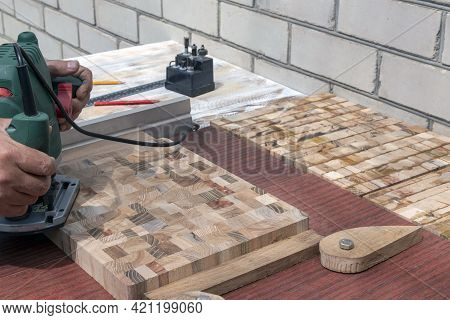 Manual Milling Machine. The Process Of Making End Cutting Boards Is Carried Out On A Hand-held Milli