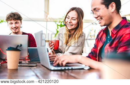Young People Employee Coworkers Busy At Computer In Startup Studio - Human Resource Business And Tea