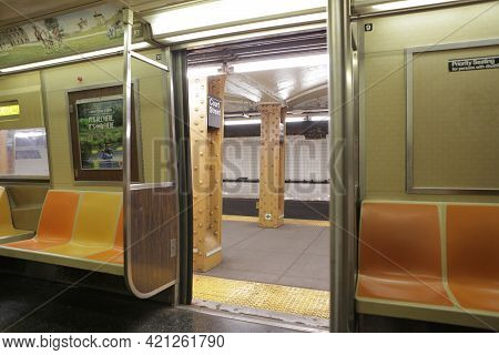 New York City, Ny, Usa 2.09.2020 - Pov Photo Sitting Inside Empty Car Of Subway Train Looking Out Of
