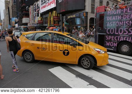 New York City, Ny, Usa 2.09.2020 - Yellow Cab, Buses And Crowds Of Tourists In Times Square On Backd