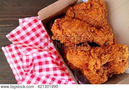 Takeaway Box Filled With Delectable Golden-brown Fried Chickens