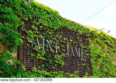 Bordeaux , Aquitaine France - 05 18 2021 : Le Saint James Restaurant In Bouliac City Part Of Relais