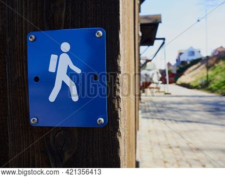 Sign Of  Hiking Trail Path Route Outdoors - Leisure Time Activity Background Image With Space For Gr
