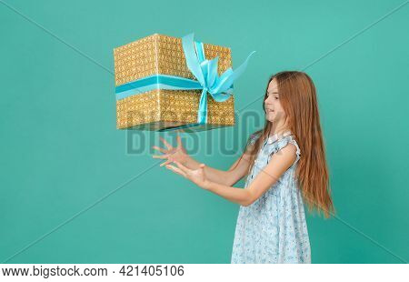 1 White Girl 10 Years Old With A Gift Box On A Green Background
