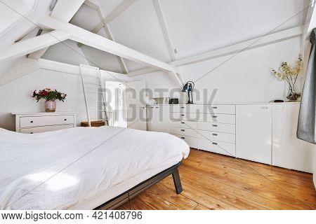 Stylish Bedroom Design In An Elegant House