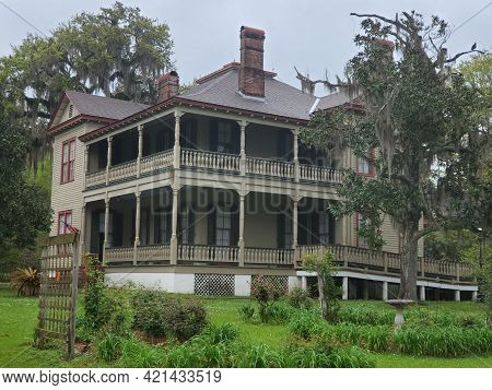 Madisonville, Louisiana March 28, 2021: Exterior And Gardens Around The Historic Home Of William The