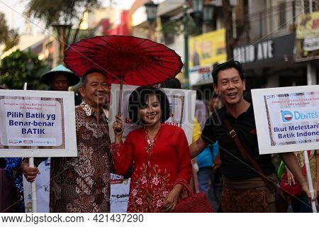 Yogyakarta, Indonesia - October 01, 2019; The Participants Of The Tuesday Wage Event Are Taking Pict
