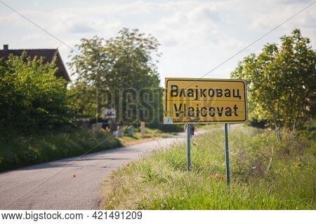 Vlajkovac, Serbia - May 16, 2021: Biligual Roadsign Serbian Romanian Indicating The Entrance To Vlaj