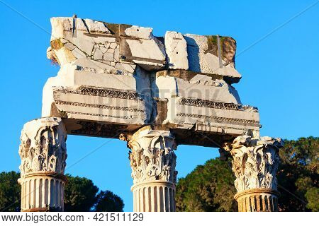 Columns Of Roman Forum In Rome . Ruins Of Corinthian Columns . Famous Outdoor Museum With Ancient Ar