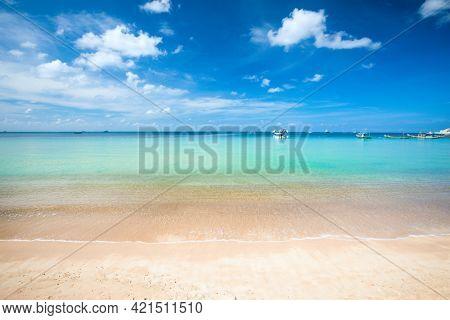 Sandy beach and beautiful tropical sea. Koh Tao, Thailand