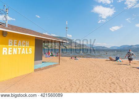 Penticton, Bc/canada - July 6, 2020: People Enjoying Sudbury Beach At Skaha Lake On A Hot Summer Day