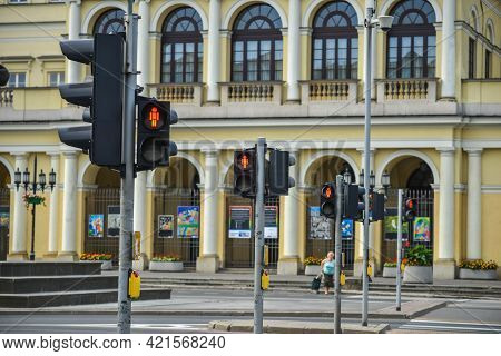 Warsaw. Poland - August 2015: Large Pedestrian Crossing Controlled By Traffic Lights, Red Light For