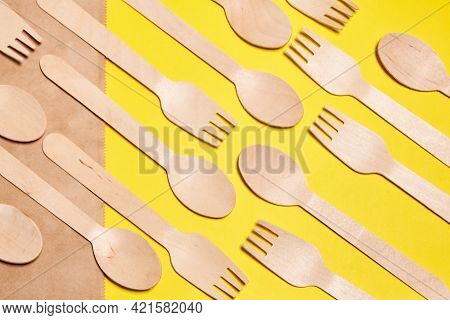 Eco-friendly Disposable Tableware Made Of Bamboo Wood And Paper. Disposable Tableware From Natural M