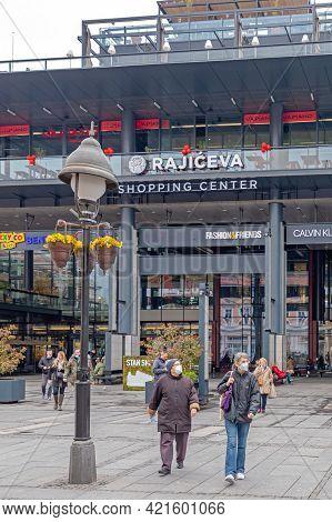 Belgrade, Serbia - April 18, 2021: People With Masks In Front Of Shopping Centre Rajiceva In Belgrad