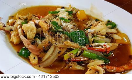 Stir Fried Crab With Black Pepper, Sliced Onion, Sweet Pepper And Spring Onion On White Plate Or Dis