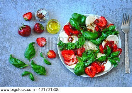 Delicious Summer Salad With Strawberries And Mozzarella. Strawberry Caprese Salad.