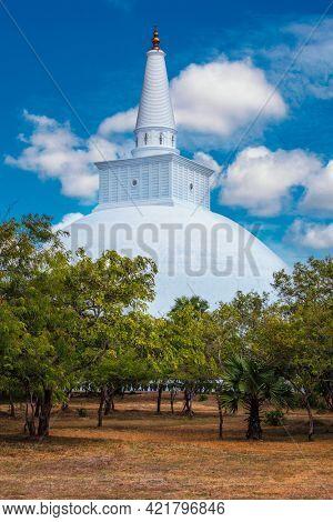 Ruwanweliseya Dagoba Buddist stupa in Anuradhapura, Sri Lanka, built by Sinhalese king Dutugemunu in the 2nd century BC is third largest in the world and it is tourist and pilgrimage site