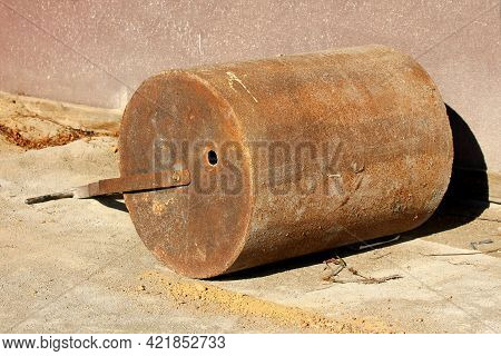 Rusted Heavy Industrial Barrel Like Weight With Strong Metal Frame Used For Flattening Sport Terrain