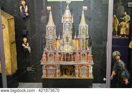 Museum Of The Obraztsov Puppet Theater, Marionettes From Different Countries Of The World - Moscow,