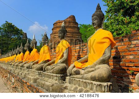 The Row of Buddha statues