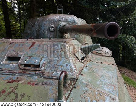 Mrakovica, Bosnia And Herzegovina-august 1, 2020:old Army Tank In Area Of Memorial Monument To The R