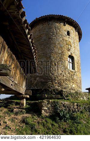 Bandujo, Spain - March 24, 2019: View Of The Mediaval Village Of Bandujo In Asturias Mountains. Nort