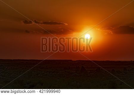 Sunset At The Evening Dawn.morning Dawn.late Evening.evening Sunset.the Last Rays Of The Sun In The