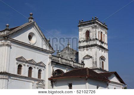 White church, Ingia.