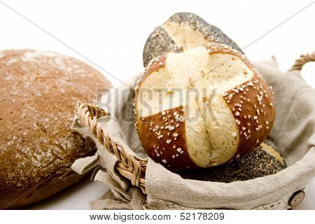 Lyes and poppy seed rolls