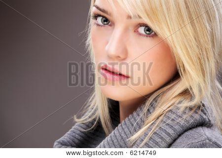 Autumn Ready Blond Beauty