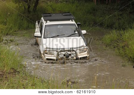 White Mazda Bt-50 4X4 3L Crossing Muddy Pond