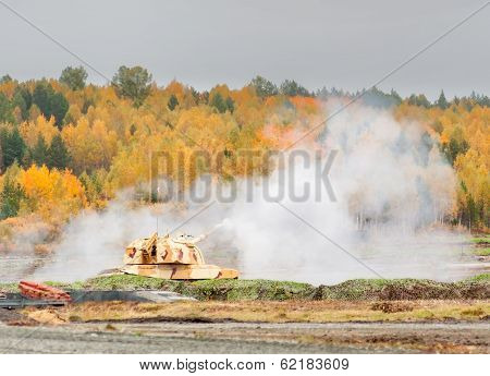 The 152 mm howitzer 2S19M2 Msta-S shooting. Russia