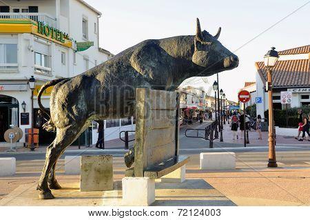 Vovo Bull Sculpture