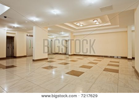 geräumige Halle des modernen Wohnhaus