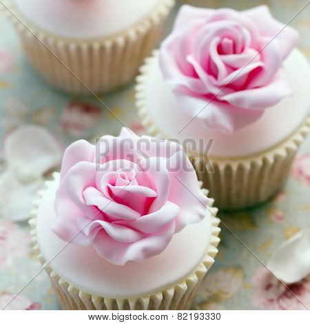 Rose cupcakes for a wedding
