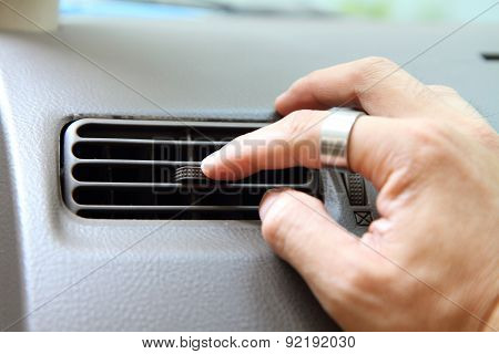 turn the car air conditioner vents