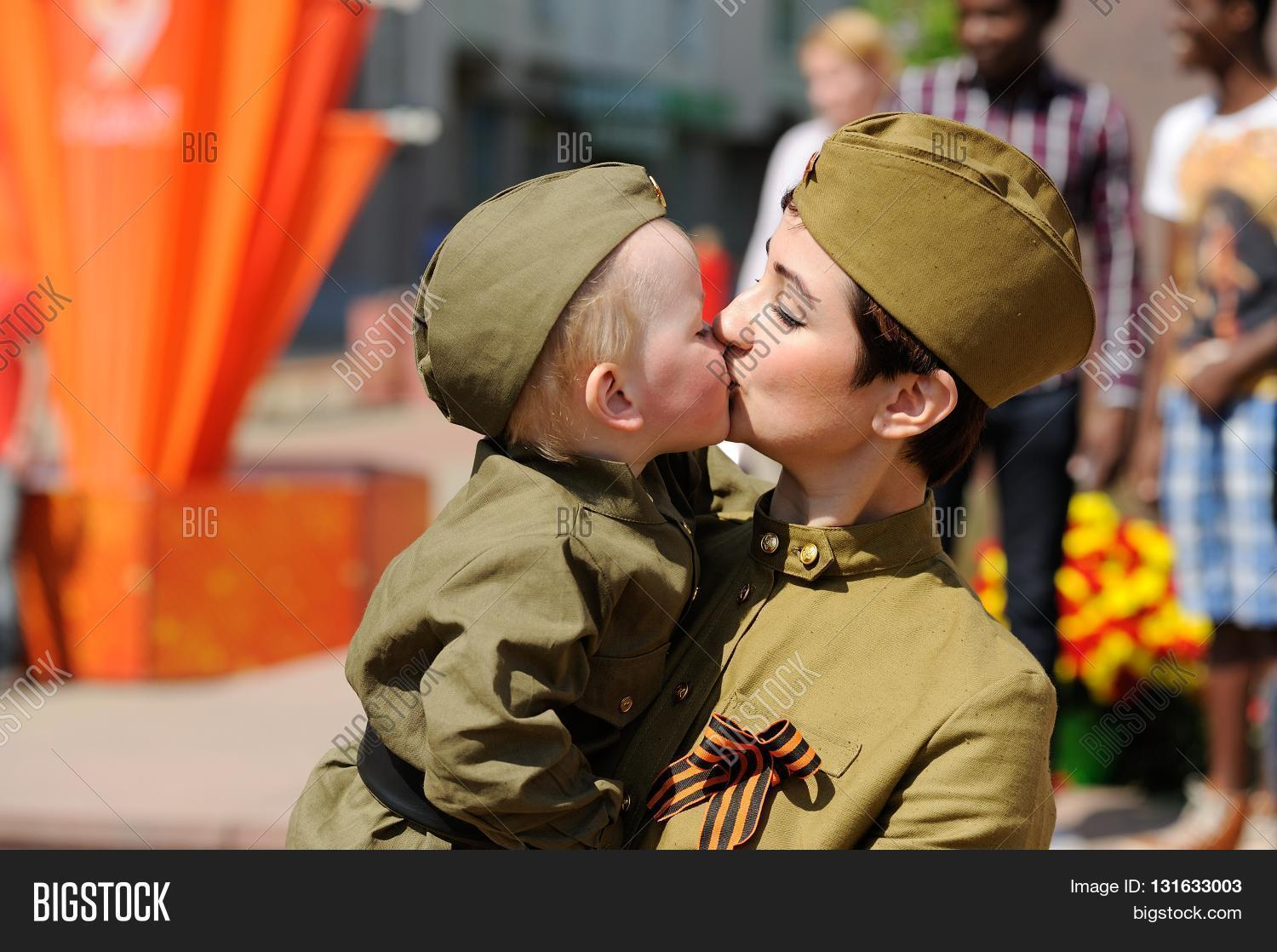 Day of kissing in Russia