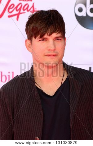 LAS VEGAS - MAY 22:  Ashton Kutcher at the Billboard Music Awards 2016 at the T-Mobile Arena on May 22, 2016 in Las Vegas, NV