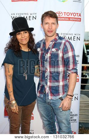 LOS ANGELES - MAY 21:  Linda Perry, James Blunt at the An Evening With Women 2016 at Hollywood Palladium on May 21, 2016 in Los Angeles, CA