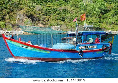 Vietnamese fishing boa . . . .