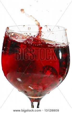 wine glass with a stream red wine