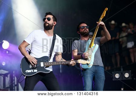 KISSIMMEE, FL-MAR 18: Singer Matt Ramsey (L) and Brad Tursi of Old Dominion perform onstage at the Runaway Country Music Fest at Osceola Heritage Park on March 18, 2016 in Kissimmee, Florida.