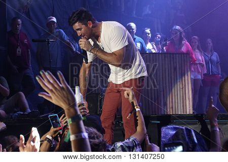 KISSIMMEE, FL-MAR 18: Singer Jake Owen performs onstage at the Runaway Country Music Fest at Osceola Heritage Park on March 18, 2016 in Kissimmee, Florida.