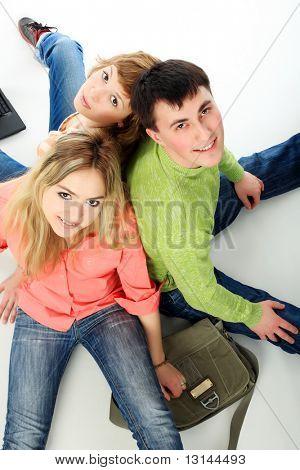 Grupo de estudiantes. Tema: educación, amigos, relaciones.