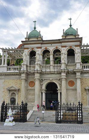 The Main Entrance Of The Castle Garden Bazaar