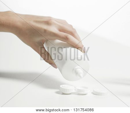 hand adding solution in contact lenses case