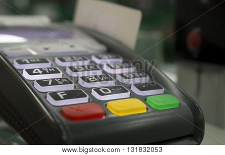 Cash payment terminal for cashless payment by credit card