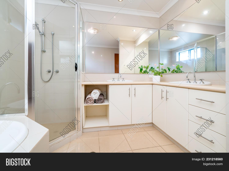 Large Bathroom Image & Photo (Free Trial) | Bigstock