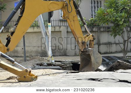 Rio De Janeiro, Brazil - March 02, 2018:  Backhoe Works In The Removal Of A Car That Has Fallen Into