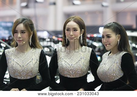 Bangkok-thailand-3 December 2017: Unidentified Modellings Present At Motor Show Muangthong 2017 - Th